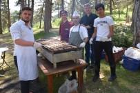 Dursunbey'de Belediye Çalışanları Piknikte Bir Araya Geldi