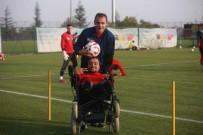 CAM KEMİK HASTASI - Eskişehirsporlu Küçük Dev Adam Sneijder'i Eskişehir'e Davet Etti