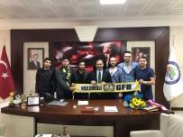GENÇ FENERBAHÇELİLER - Genç Fenerbahçeliler Başkan Uysal'ı Ziyaret Etti