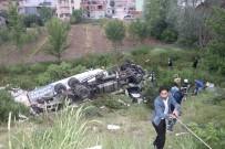 TEM OTOYOLU - Kamyon Şarampole Uçtu Açıklaması 3 Yaralı