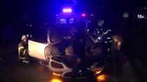 LÜKS OTOMOBİL - Kontrolden Çıkan Otomobil Kaldırıma Çarparak Devrildi Açıklaması 4 Yaralı