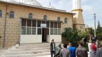 OSMAN KıLıÇ - Niğde'de Yıldırım İsabet Eden Cami Duvarı Zarar Gördü