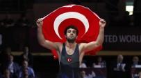 EKREM ÖZTÜRK - Şekersporlu Milli Güreşçi Öztürk Rusya'dan Bronz Madalya İle Döndü