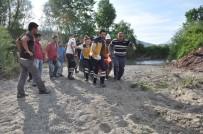 Sinop'ta Serinlemek İçin Irmağa Giren 2 Kardeşten 1'İ Boğuldu, 1'İ Kayboldu