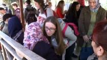 SARAYBOSNA - Gençler Kimsesiz Yaşlılarla Bir Araya Geldi