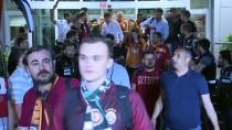 TEZAHÜRAT - Şampiyon Galatasaray, İstanbul'a Döndü