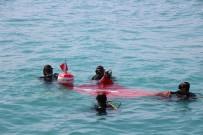 19 MAYıS - Batık Gemiye Dalıp Türk Bayrağı Açtılar