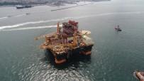 KIYI EMNİYETİ - Dev Petrol Arama Platformunun Boğaz'dan Geçişi Havadan Görüntülendi