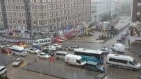 YUNUS EMRE - Erzurum'daki Sel Baskınında Birçok Araç Yolda Mahsur Kaldı