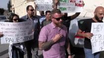 DONALD TRUMP - Filistinlilerden ABD'li Heyete 'Yumurtalı Ve Ayakkabılı' Protesto