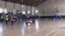 ENGELLİ ÖĞRENCİLER - Görme Engelli Çocuklar Üniversite Öğrencileri İle Maç Yaptı