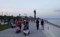KONYAALTI SAHİLİ - Konyaaltı Sahilinde Çocukların Fıskiye Keyfi