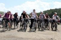 FARKıNDALıK - Öğrenciler, Obeziteye Karşı Pedal Çevirdi