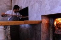 FIRINCILAR - Ramazan'da 280 Derecelik Fırının Karşısında Zorlu Mesai