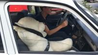 EMNIYET KEMERI - Samsun'da Sürücünün Yanına Oturttuğu Oyuncak Ayıya Emniyet Kemeri Takması Dikkat Çekti