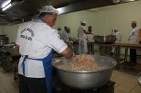 HACI BAYRAM - Aşçıların Zorlu Ramazan Mesaisi Açıklaması 2 Bin Kişiye İftar Hazırlıyorlar