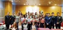 AVRUPA - Avrupa Şampiyonu Hokeyciler Çiçeklerle Karşılandı