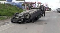 HÜSEYIN ATAK - Lastiği Patlayan Otomobil Refüje Çarptı