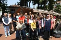 Mavi Kapaklarla Aldıkları Akülü Sandalyeyi Engelli Kadına Teslim Ettiler