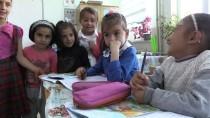 Minik Yezda Nur Ana Kucağında Okul Yolunda