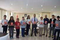 BAYRAM YıLMAZ - Öğrencilerden 'Uyanan Türkiye'm-15 Temmuz Destan' Kitabı