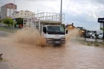 KARAYOLLARI - Sağanak Yağış Hayatı Felç Etti