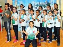 TUANA - Salihlili Karateciler, İstanbul'dan Madalyalarla Döndü