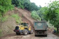 GÜZELDERE ŞELALESİ - Tonlarca Toprak Yola İndi, Ağaçlar Kökünden Söküldü