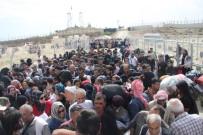 ONLINE - Ülkelerine gitmek isteyen Suriyeliler izdiham oluşturdu