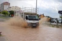 KARAYOLLARI - Yozgat'ta Yağmur Ve Dolu Vatandaşlara Zor Anlar Yaşattı