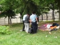 TARLABAŞı - Beyoğlu'nda Cami Bahçesinde Erkek Cesedi Bulundu