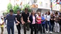 DAVUL ZURNA - Diyarbakır'da PKK Lehine Slogan Atan Üç Kişiye Gözaltı