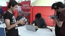 ROBOTLAR - Elazığ'da Genç Mucitlerin Robotları Yarıştırıldı