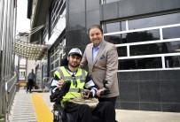 ZABITA MEMURU - Engelli Zabıta Memurundan Kaldırıma Park Eden Araç Sahiplerine Kırmızı Kart