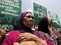 SIKIYÖNETİM - Filipin'de Adadaki Sıkıyönetim Protesto Edildi