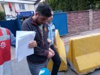 TAKSİ ŞOFÖRÜ - Kadını Bacaklarından Tutarak Aracından Atan Taksi Şoförü Adliyede