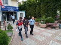TAKSİ ŞOFÖRÜ - Kadını Bacaklarından Tutarak Aracından Atan Taksi Şoförü Adliyeye Sevk Edildi