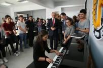 MUSTAFA DEMIR - Kütahya Belediyesi'nden Ahmet Yakupoğlu Güzel Sanatlar Lisesi'ne Piyano