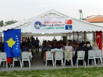 MEHMETÇIK - Mehmetçik'ten Kosovalılara İftar Yemeği