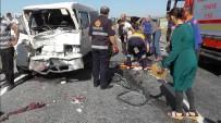 Niğde'de Minibüs İle Kamyonet Çarpıştı Açıklaması 7 Yaralı