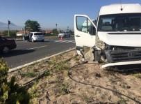 SARAYCıK - Turist Kafilesi Kaza Yaptı Açıklaması 9 Yaralı
