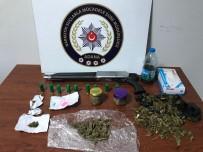 UYUŞTURUCU TİCARETİ - Uyuşturucuyu Sobada Yakarken Yakalandılar