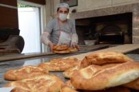 YÜKSELEN - Yüksek Ateşte Ekmek Yaparak, Ekmeklerini Kazanıyorlar
