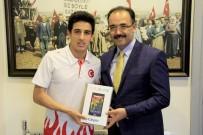 ATATÜRK LİSESİ - Dünya Şampiyonu Başkanı Ziyaret Etti