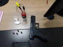 POLİS - Kuşadası'nda Çeşitli Suçlardan Aranan 3 Kişi Yakalandı