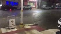 AKAY CADDESİ - Manisa'da Sağanak Ve Dolu Yağışı