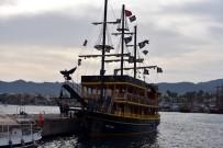 DEMIRLI - Marmaris'te Teknenin Dümeni Kitlendi Faciadan Dönüldü