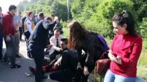 İZZET BAYSAL DEVLET HASTANESI - Minibüs İş Makinesiyle Çarpıştı Açıklaması 9 Yaralı