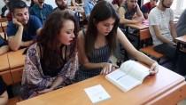 ÖĞRETIM GÖREVLISI - 'Muhabir' Kitabı İletişim Öğrencilerinin Temel Kaynağı Oldu