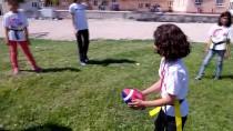 KIZ ÖĞRENCİLER - Ödünç Ragbi Topuyla Şampiyon Oldular